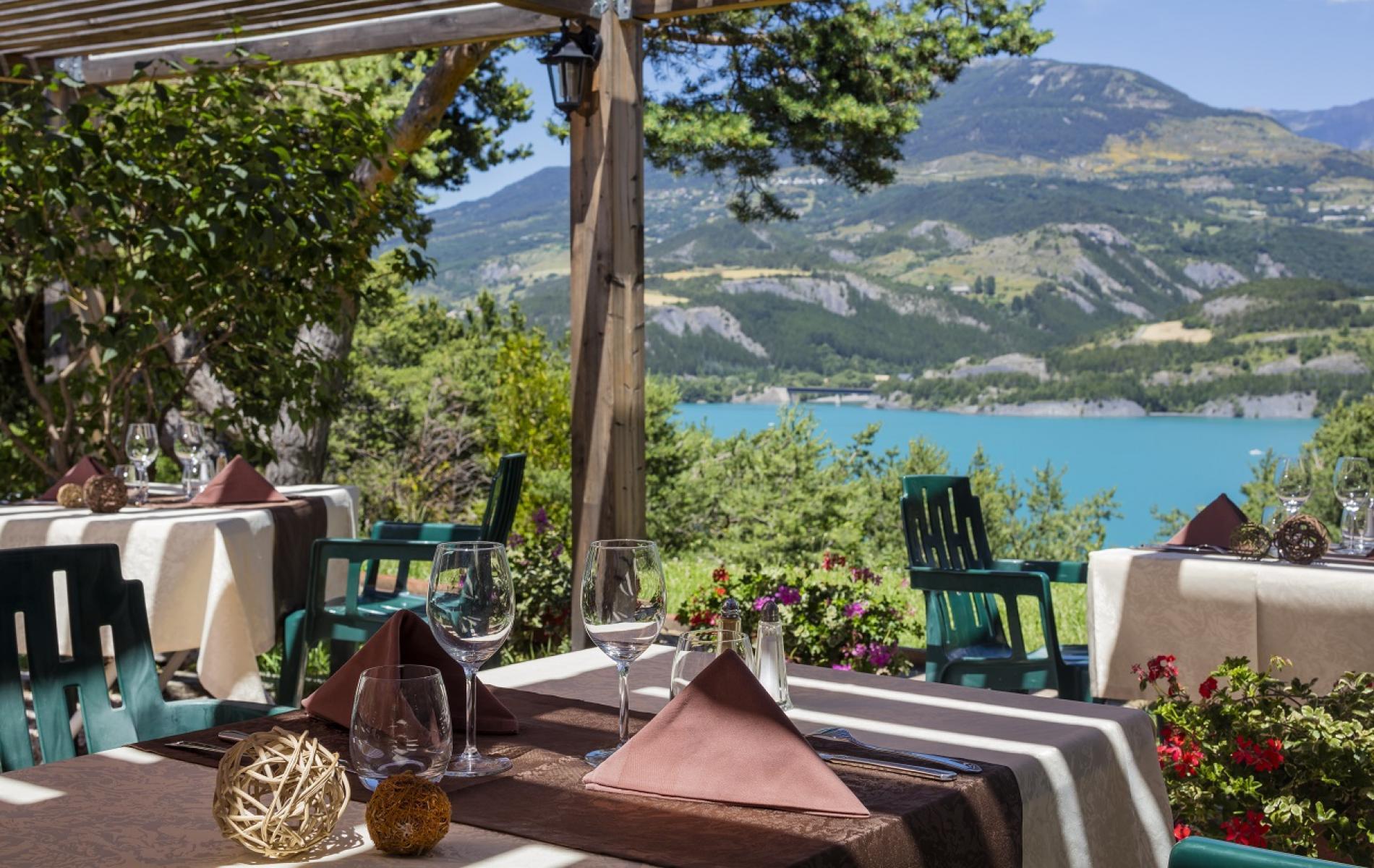 Hotel**Eden Lac Logis - Pergola