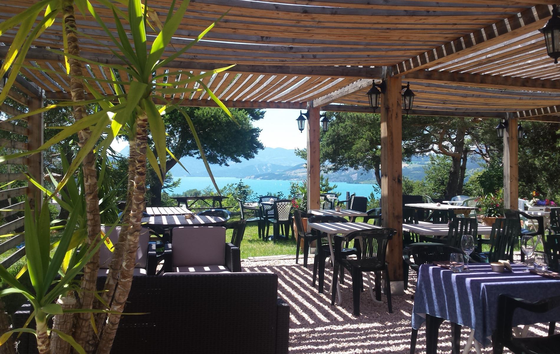 Logis Hôtel ** Eden Lac Terrasse