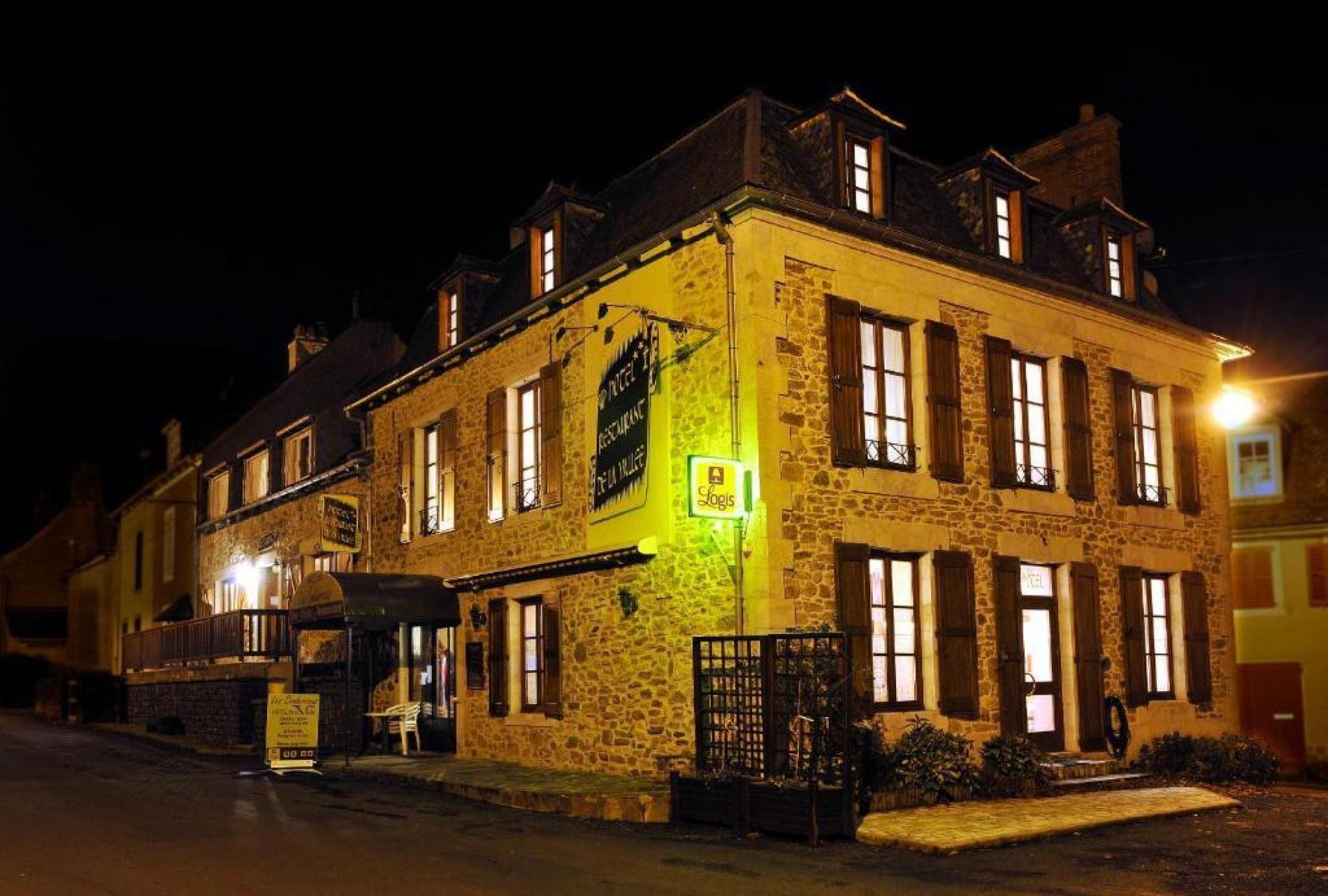 Bienvenue à l'hôtel-restaurant Les Coudercous, demeure de charme au coeur du Parc Naturel Régional de l'Aubrac.