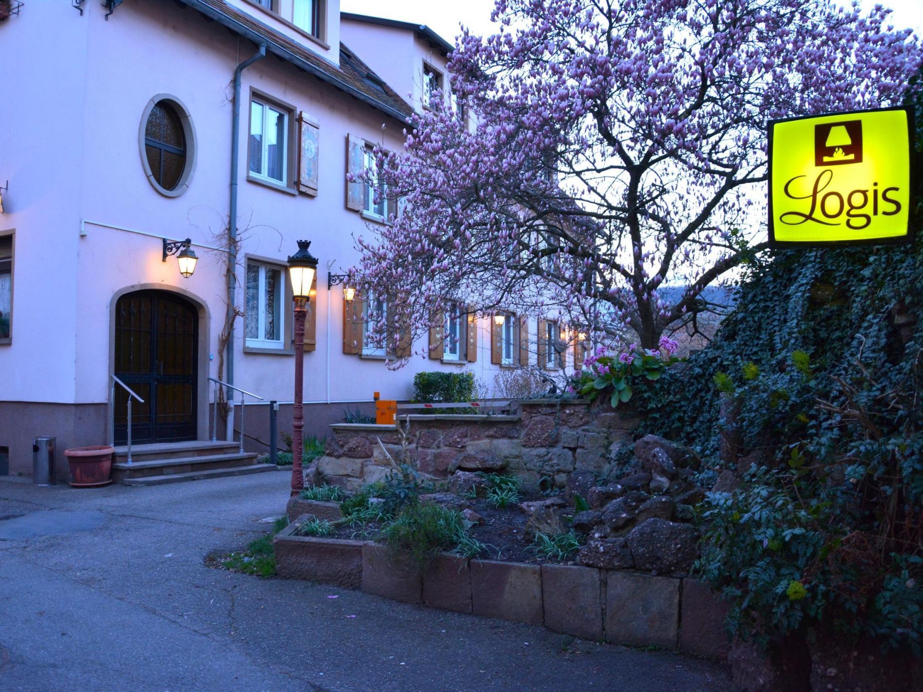 Hôtel du Centre, Logis Cosy à Molsheim<br> Parking privé sécurisé et garage à vélos fermé