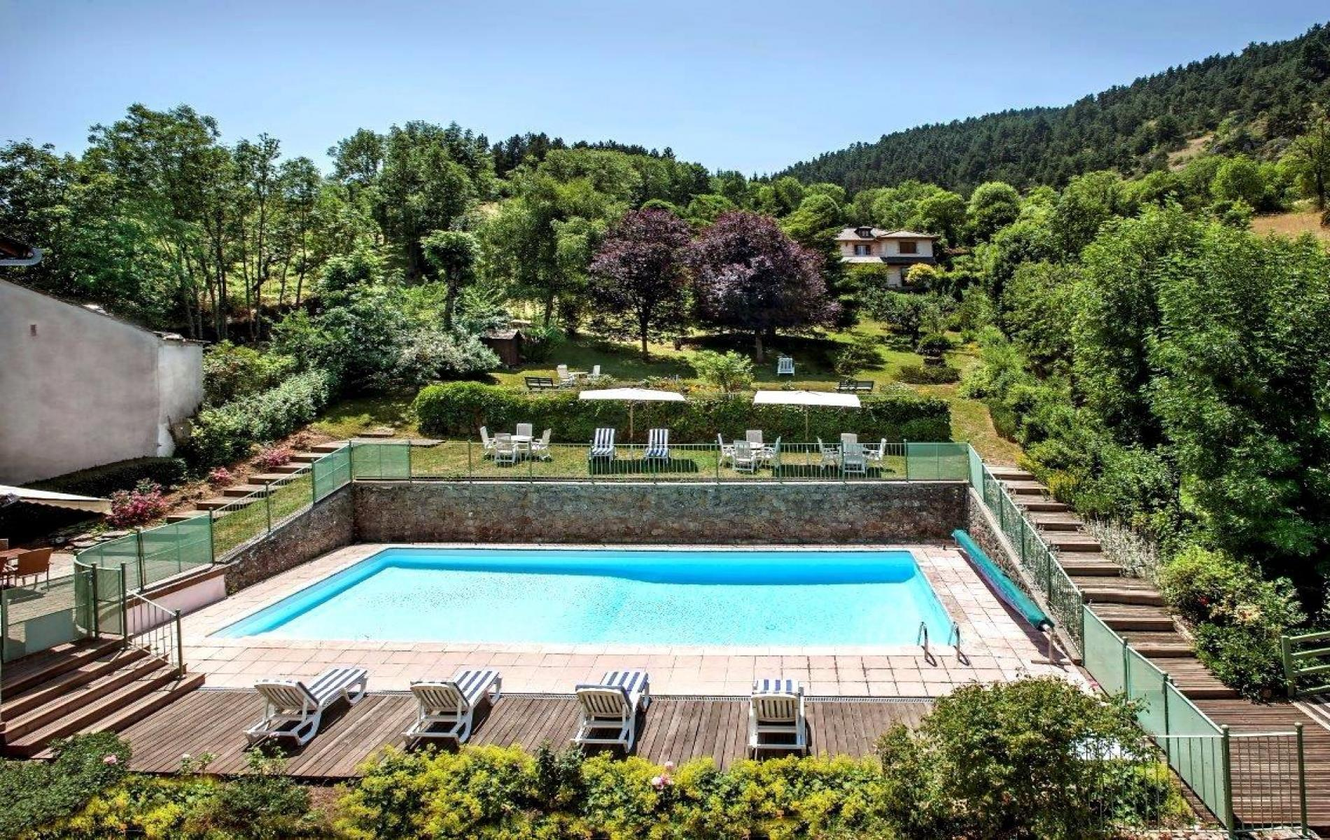 Farniente et détente , la piscine et son environnement champêtre