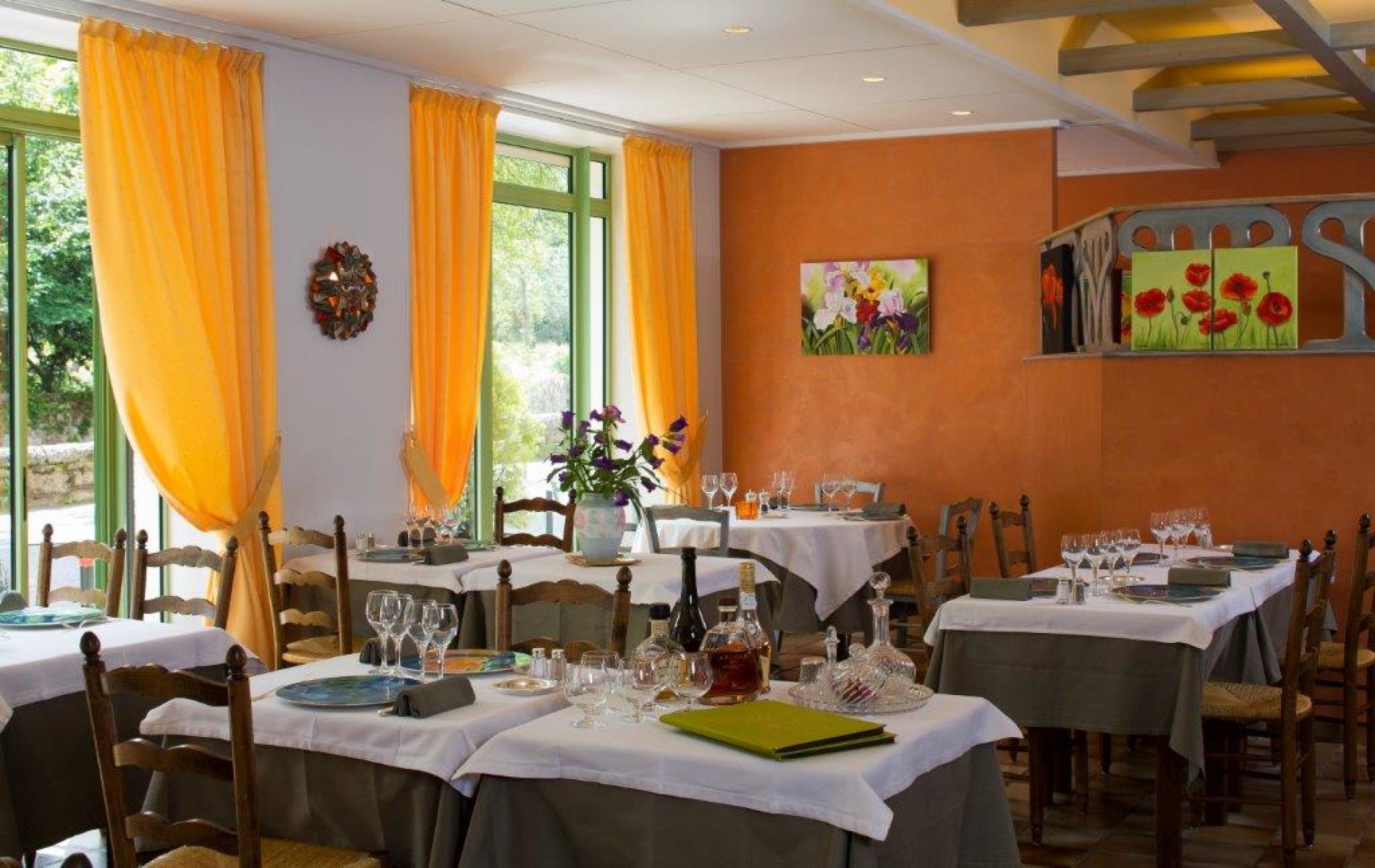 Le Restaurant et ses expositions temporaires d'artistes locaux