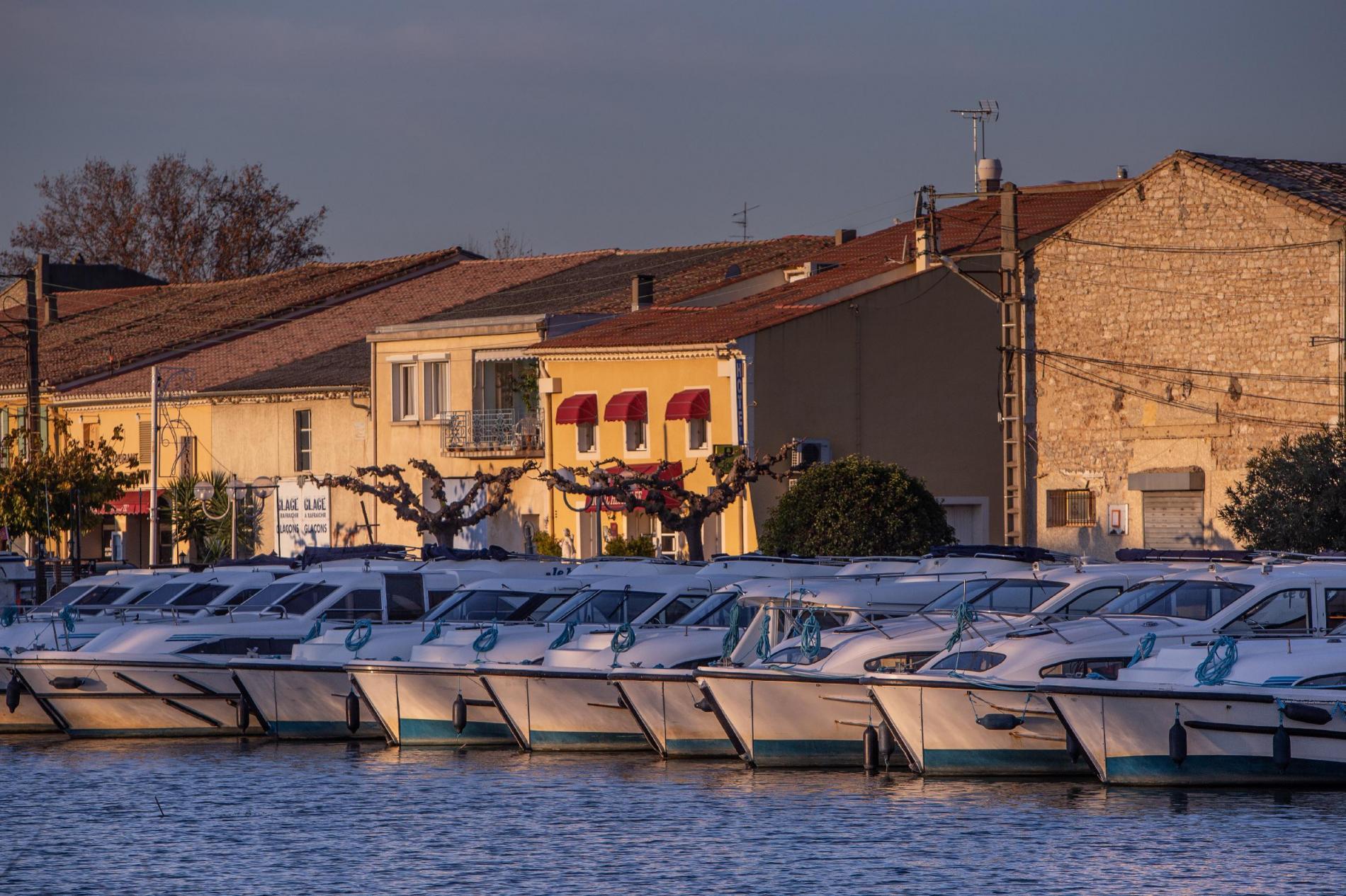 Le Port de Saint-Gilles et ses bateaux