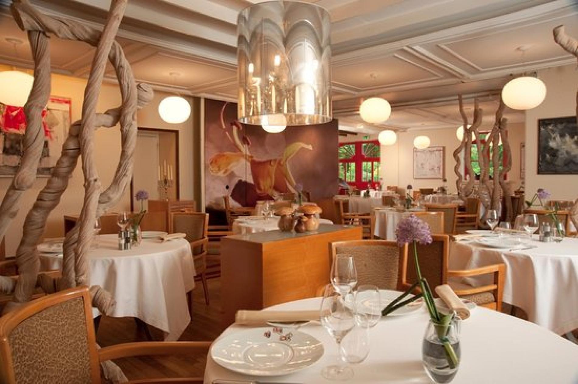 La Table du Manoir du lys The Table of the Manoir du Lys