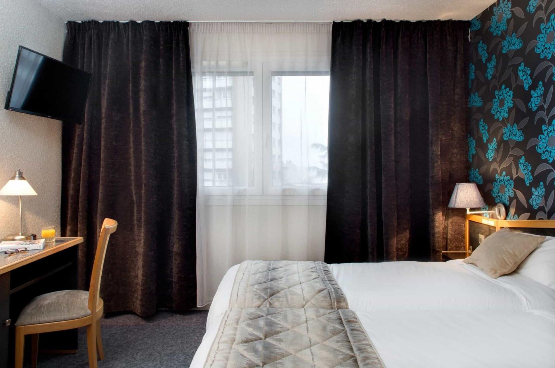 Situé dans le sud de Saint-Étienne,  l'Hôtel du Midi vous propose une  décoration originale, inspirée  des années 1930